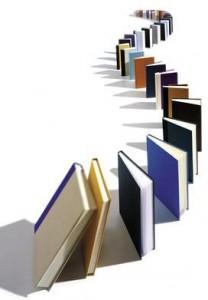 Livros dispostos como um dominó, na vertical