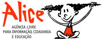 Alice - Agência Livre para Informação, Cidadania e Educação - uma menina sentada brincando com os cabelos