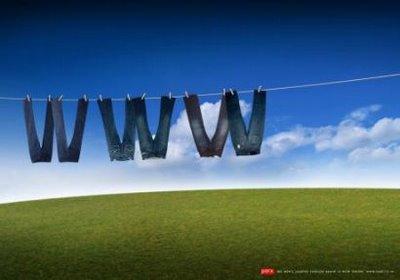 WWW - um varal no horizonte com seis calças a secar, formando a sigla www