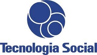 Símbolo da tecnologia social - três círculos branos sobrepostos sobre fundo azul