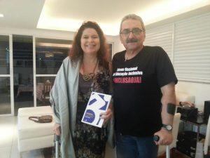Patricia Almeida e Andrei bastos com seu livro Assimétricos.