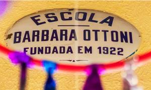 placa escola barbara ottoni, fundada em 1922.
