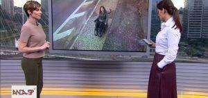 reporter cadeirante na tela, duas apresentadores em volta.