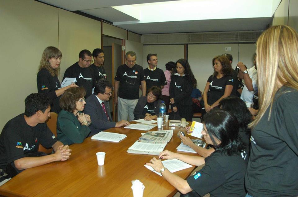 reunião de ativistas para mobilização na câmara.